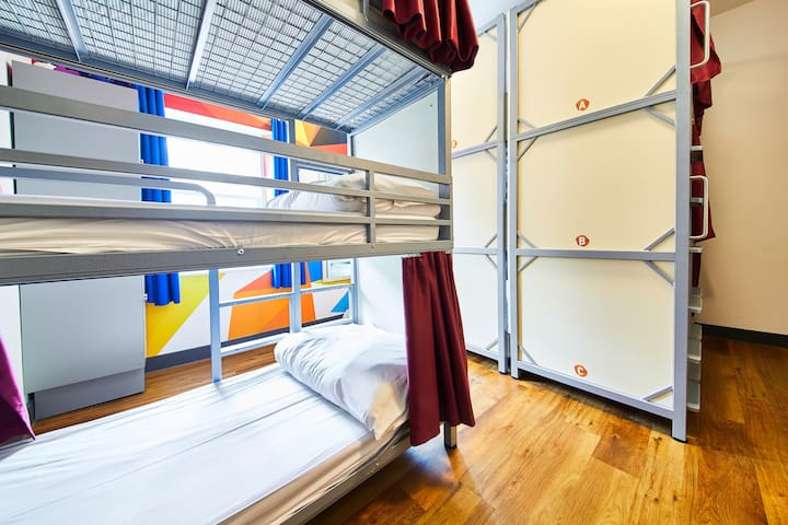 STC Edinburgh Old Town Superior 9 Bed Dorm