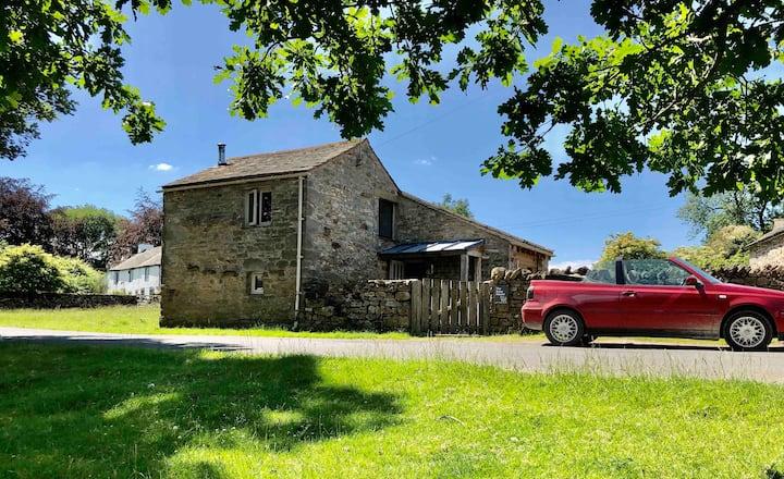 Unique, Romantic Cottage in tranquil Dales Village