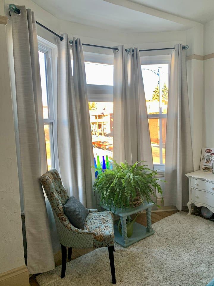 Renovated Charmer Near Hospital w/ monthly rates