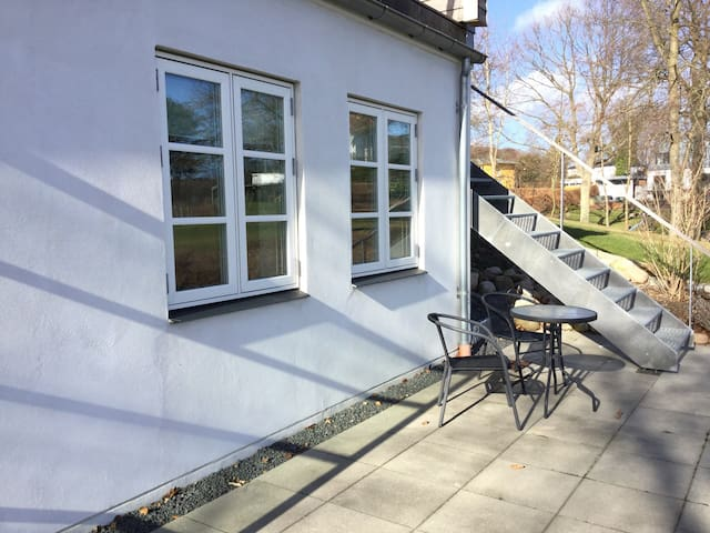 Private apartment with lake view - Holte - Ev