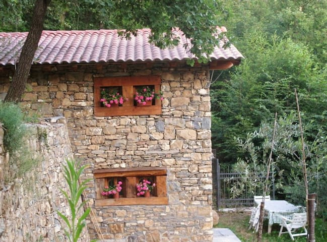 Romantic cottage in the woods - Imperia