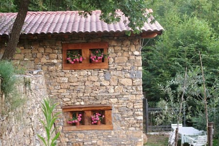 Romantic cottage in the woods - Imperia - Sommerhus/hytte