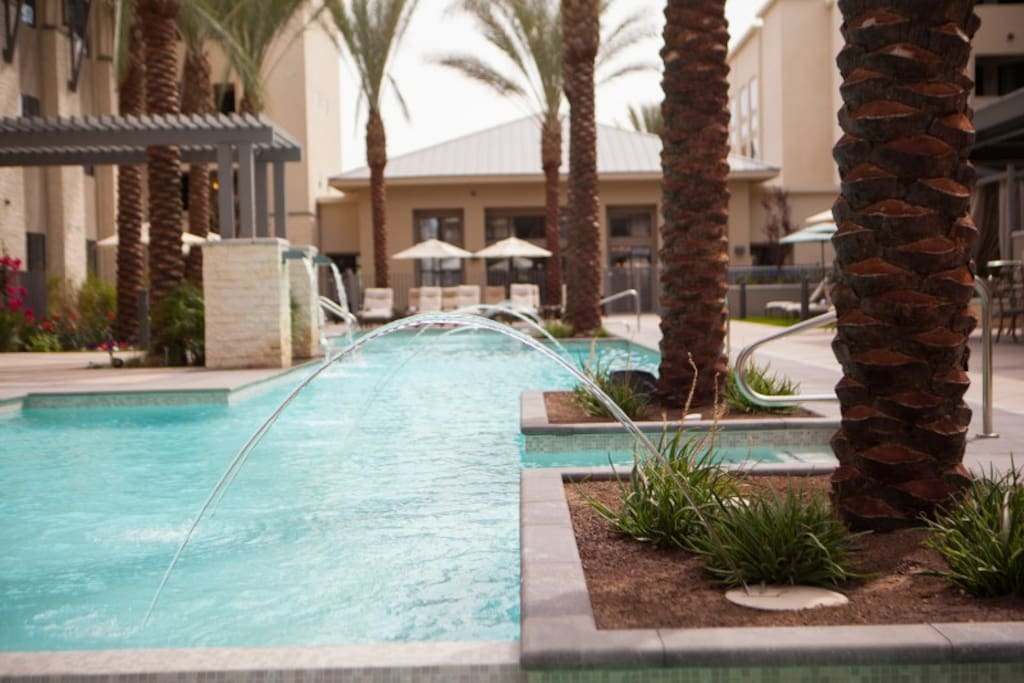 Come and enjoy this heated outstanding salt water pool /stunning jacuzzi surrounded by palm tree's and fountains!