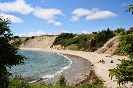 The Beach House - Sandy Cove