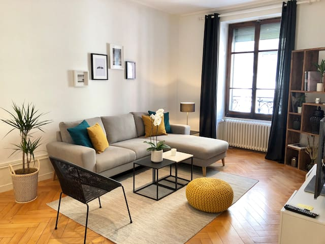 Stylish 70m2 apartment in city center