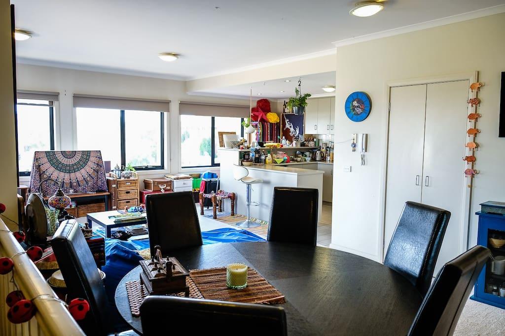 Open-Plan Bright Apartment