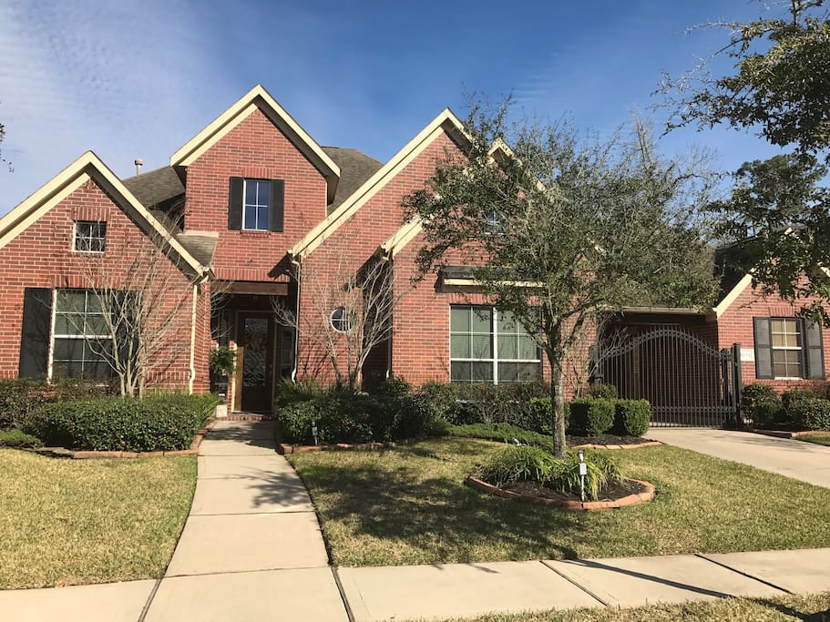 Beautiful sb home on exclusive houston golf course for Beautiful homes in houston