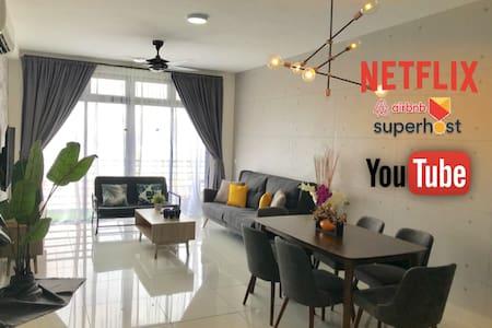 N2105 NETFLIX‼️ Movies Infinity Pool WIFI Sanitised