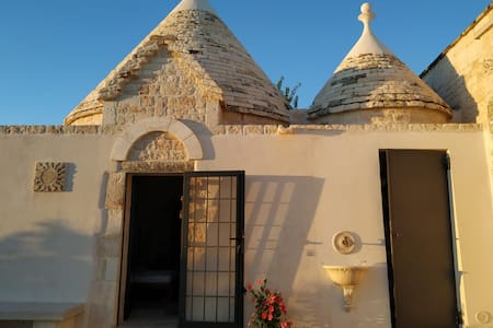 Manor House-Trullo in stone with swimming pool