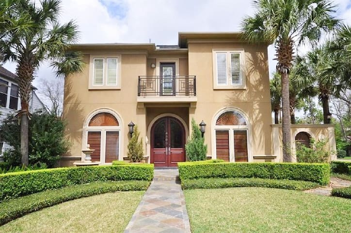 Mediterranean Charmer 5 miles to the Stadium - Bellaire