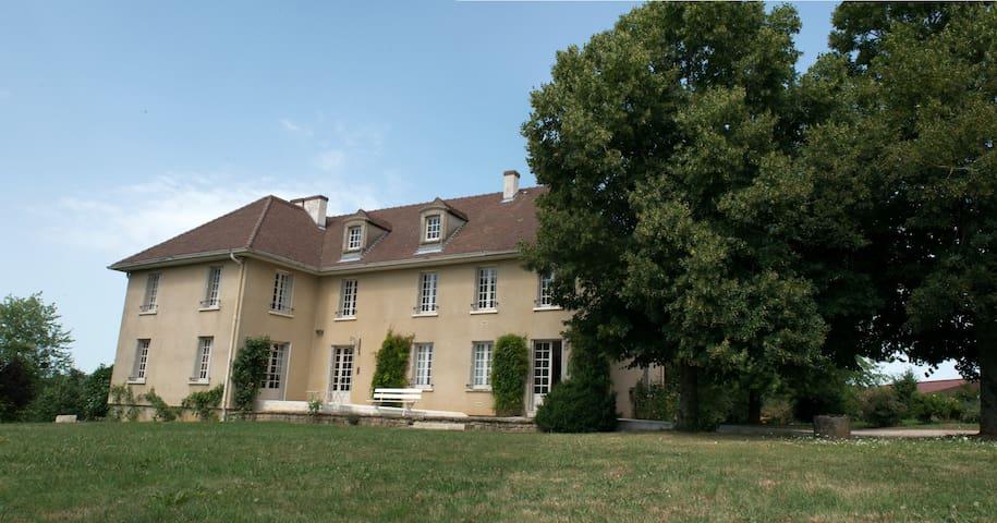 Maison de charme de 8 chambres - Époisses - Casa