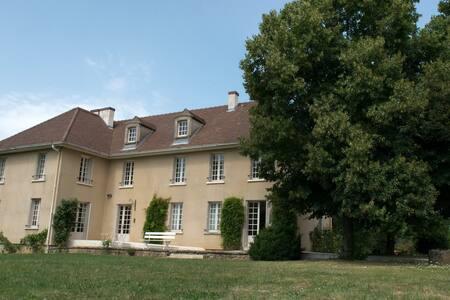 Maison de charme de 8 chambres - Époisses