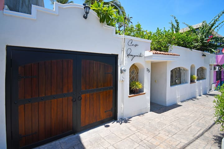Enjoy your vacations in this beautiful house at La Paz downtown!!