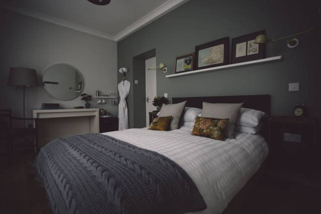 Double bedroom with ensuite shower room