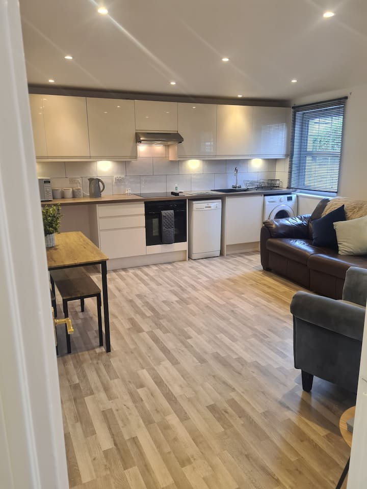 Great  Apartment,close to city centre,free parking