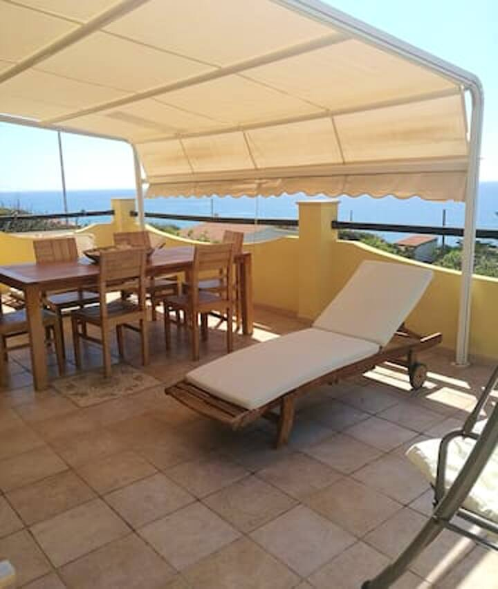 Villa with 3 bedrooms in Magomadas, with wonderful sea view, terrace and WiFi - 10 m from the beach
