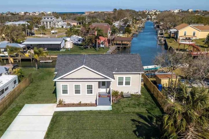 ⛱ Canal Front Home ⛱ Near Beach, Porch, Fishing
