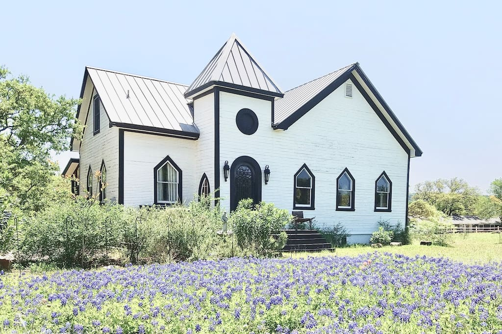 Chapel Home with Texas Bluebonnets abloom in Spring!