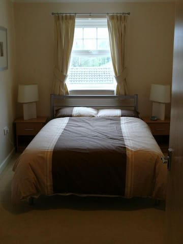 DOUBLE ROOM WITH OWN BATHROOM - Woking - Huoneisto