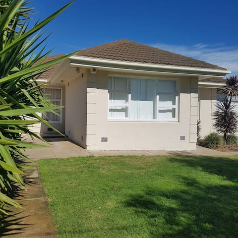 Large 4brm home 6km to City/Oval - Clearview - Hus