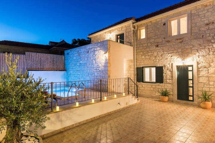 Villa Brač, holiday house with  HEATED POOL