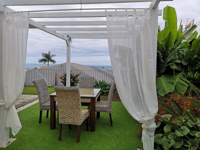 Villa Tropical Garden, Modern & Comfort, with view