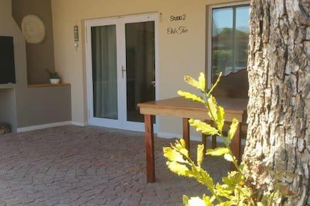 Suites on 74 - Oak Tree - Worcester - Lägenhet