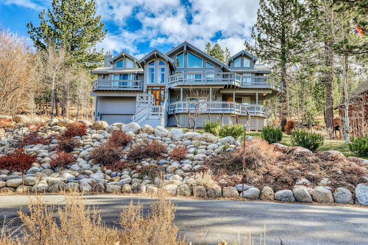 Premium Cleaned | Gorgeous Northstar home with a ping pong table, gas fireplace, and jacuzzi tub.