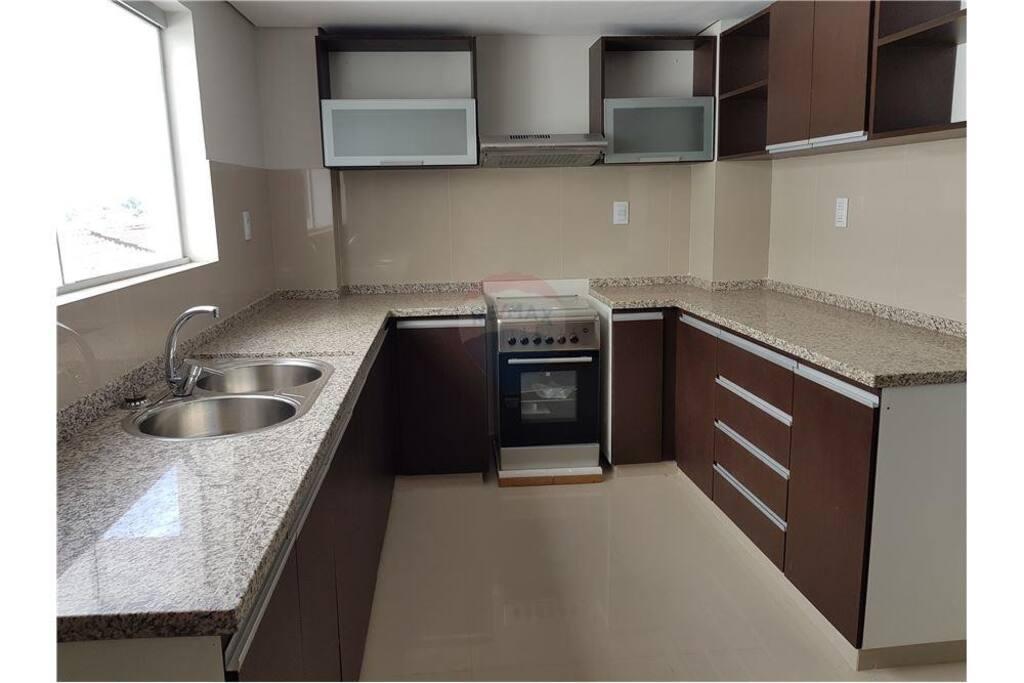 Cocina con todos los electrodomésticos necesarios para preparar lo que desees.
