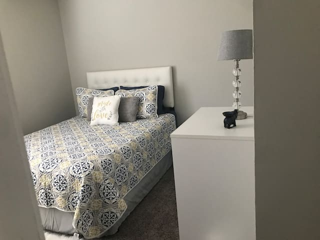 Clean, Cozy, & Close to Campus Private Room