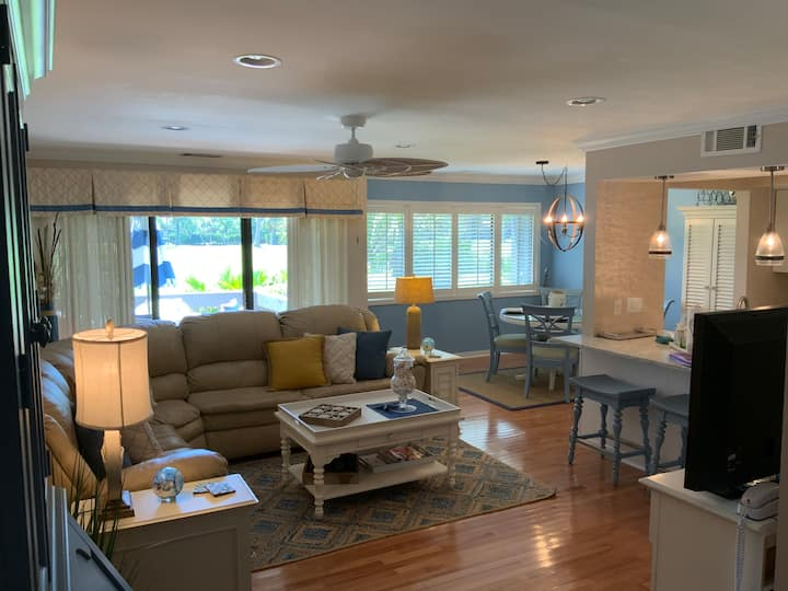 Bright, Airy, Newly Updated Turnberry Golf Villa