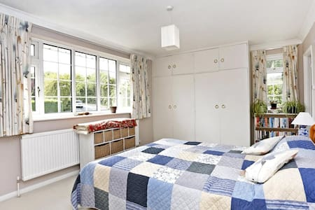 Large studio flat in Chesham - Chesham