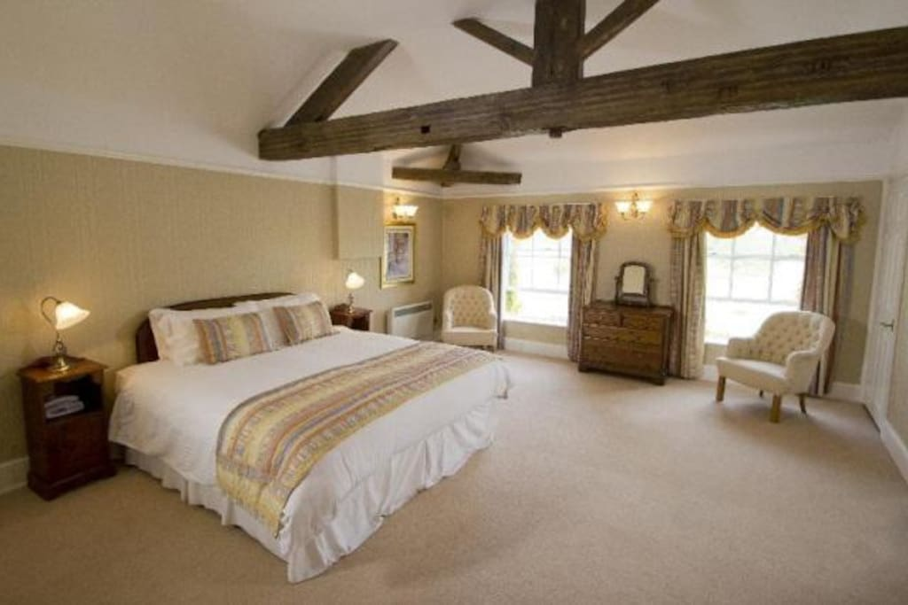 Wychnor Park Country Club Master Bedroom