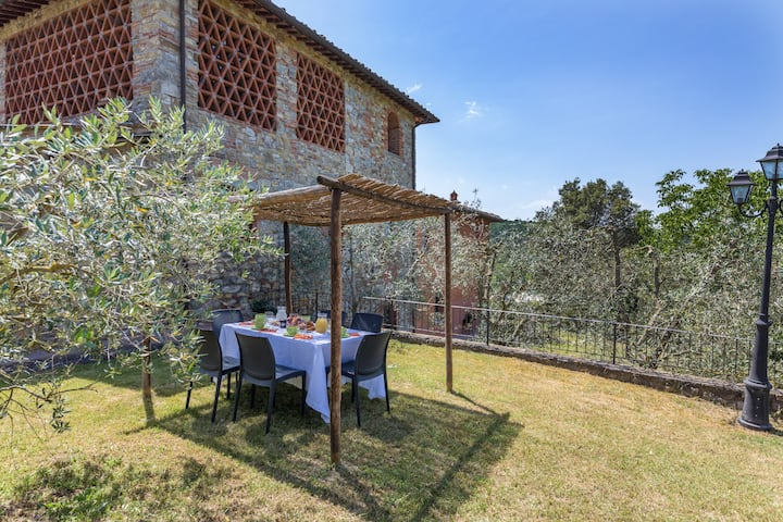 Relaxing holiday, 5 apts +pool among the vineyards