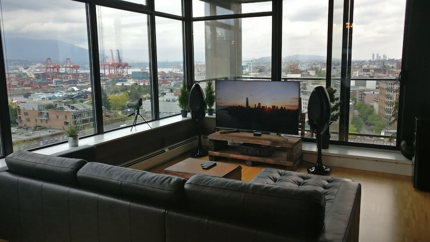 Executive 1 BR + Office with Unobstracted Views