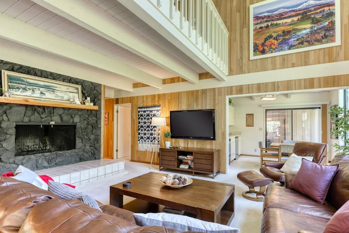Dog-friendly home w/ private sauna, golf course view & shared pool!