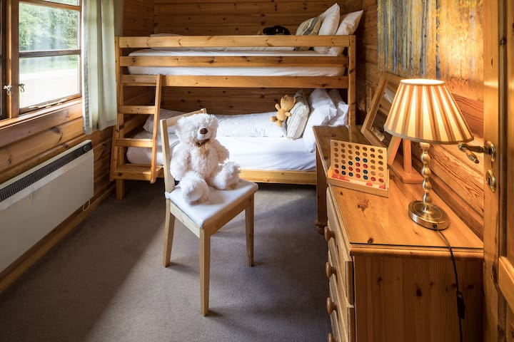 Exclusive Luxury Hot Tub Log Cabin, Lapwing lodge