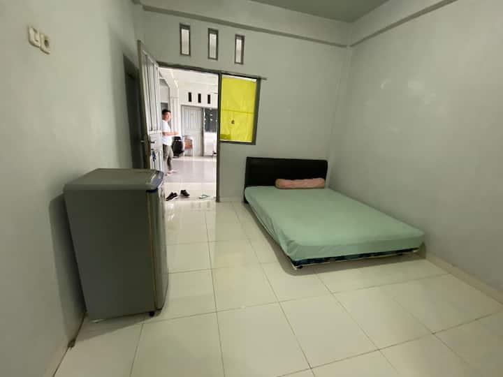 Clean and Comfortable Room at Pondok Elite Kos 888