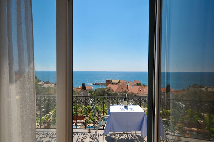 Studio Apt w/sea view + breakfast + shared pool#14