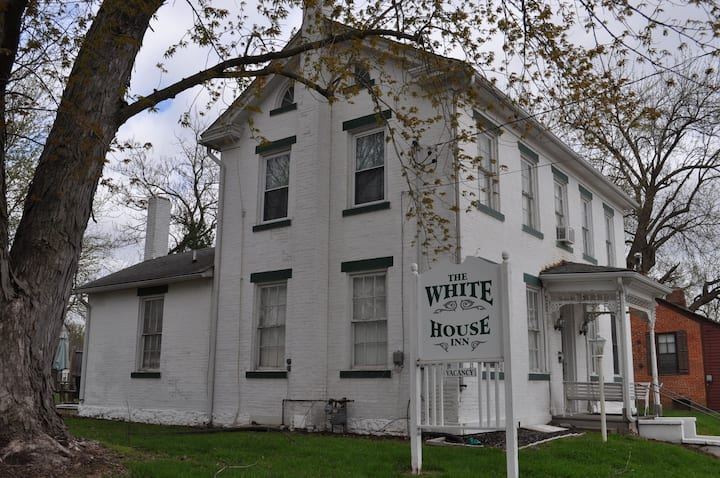 The White House Inn, The Young Suite