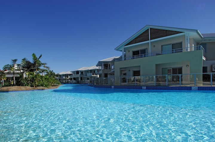Unit 355  'Oaks Pacific Blue' Pool, spa and more available in complex!