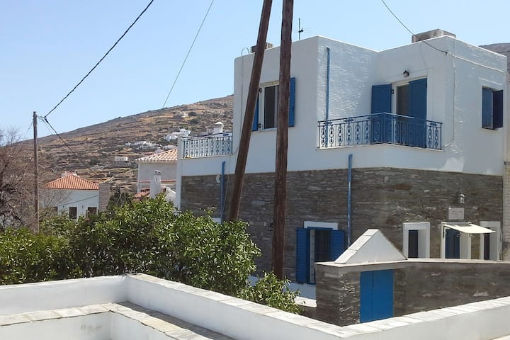 Live your myth in a Traditional Cycladic House