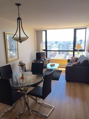 Modern 1 BD Suite in Downtown Vancouver (Yaletown)