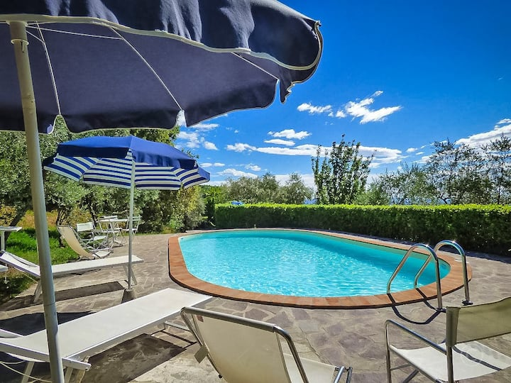 CECCHINA- apartment with private pool, WiFi, Lucca
