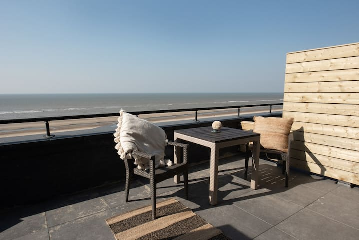 Beach House Sea View Apartment with Sauna @ Poort Beach Boutique Apartments