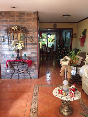 Room with great location - Alajuela - Talo