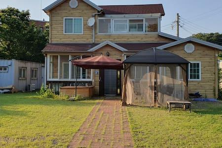 넓은 정원/노천 히노끼탕/2층 전원주택(아무나 갈 수 없는 DMZ 파주 해마루촌 )