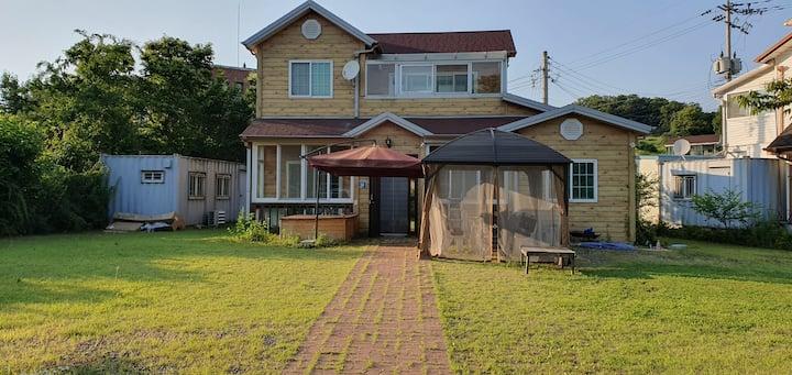 넓은 정원의 2층 전원주택(민통선내 유일한 숙소_해마루촌)-요즘 시국에 최적 휴식처로 호평