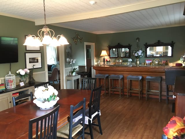 Gorgeous house under 3 miles from Dreams Park