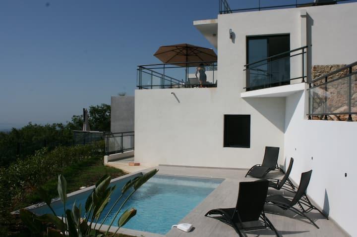 Le Baléarica, vue mer panoramique, piscine privée